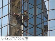 Мытье окон на большой высоте (2009 год). Редакционное фото, фотограф Алёшина Оксана / Фотобанк Лори