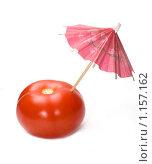 Купить «Красный томат с коктейльным зонтиком», фото № 1157162, снято 21 мая 2008 г. (c) Лилия Барладян / Фотобанк Лори