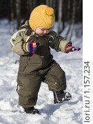 Купить «Мальчик зимой делает шаг», фото № 1157234, снято 3 февраля 2008 г. (c) Лилия Барладян / Фотобанк Лори