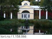 Купить «Павловск. Павильон около пруда», фото № 1158066, снято 30 сентября 2009 г. (c) Наталья Белотелова / Фотобанк Лори