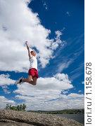 Купить «Прыгающий мужчина на природе», фото № 1158678, снято 24 июля 2008 г. (c) Коваль Василий / Фотобанк Лори