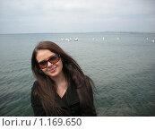Красивая девушка на фоне моря. Стоковое фото, фотограф Анатолий Вороничев / Фотобанк Лори