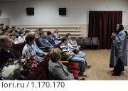 Купить «Киноактриса Ольга Гобзева  выступает перед зрителями  на Шукшинском кинофестивале», эксклюзивное фото № 1170170, снято 24 июля 2009 г. (c) Free Wind / Фотобанк Лори