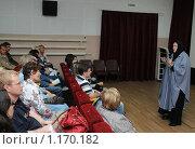 Купить «Киноактриса Ольга Гобзева  выступает перед зрителями  на Шукшинском кинофестивале», эксклюзивное фото № 1170182, снято 24 июля 2009 г. (c) Free Wind / Фотобанк Лори
