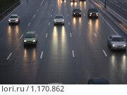 Купить «Дождь и сумерки,  автомобили едут по асфальтовой дороге», фото № 1170862, снято 24 октября 2009 г. (c) Erudit / Фотобанк Лори
