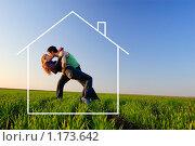 Поцелуй в осеннем поле с мечтами о новом доме, фото № 1173642, снято 12 апреля 2008 г. (c) Арестов Андрей Павлович / Фотобанк Лори