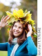 Купить «Девушка-осень», фото № 1176642, снято 27 сентября 2009 г. (c) Андрей Аркуша / Фотобанк Лори