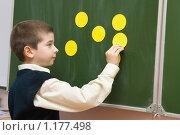 Купить «Ученик у школьной доски», фото № 1177498, снято 22 октября 2009 г. (c) Оксана Гильман / Фотобанк Лори