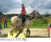 Девушка на жеребце (2009 год). Редакционное фото, фотограф Алёна Засобольская / Фотобанк Лори