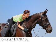 Купить «Девушка с вороным конем», фото № 1178150, снято 1 июля 2009 г. (c) Титаренко Елена / Фотобанк Лори