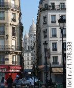 Купить «Париж. Базилика Сакре-Кер, виднеющаяся между домами», фото № 1178538, снято 9 июня 2008 г. (c) Наталия Журавлёва / Фотобанк Лори