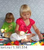 Дети играют в конструктор. Стоковое фото, фотограф Ольга Зарубина / Фотобанк Лори