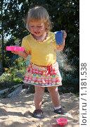 Девочка в песочнице. Стоковое фото, фотограф Ольга Зарубина / Фотобанк Лори