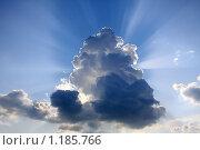 Купить «Лучи солнца, выглядывающие из-за тучи», фото № 1185766, снято 2 июля 2009 г. (c) Наталья Белотелова / Фотобанк Лори