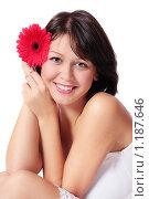 Купить «Красивая девушка с герберой», фото № 1187646, снято 16 октября 2009 г. (c) Майя Крученкова / Фотобанк Лори