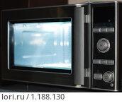 Купить «Микроволновая печь», фото № 1188130, снято 3 сентября 2009 г. (c) Константин Ёлшин / Фотобанк Лори