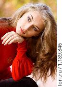 Купить «Красивая девушка в осеннем парке», фото № 1189846, снято 9 октября 2009 г. (c) Вероника Галкина / Фотобанк Лори