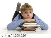 Ученик с книжками на белом фоне. Стоковое фото, фотограф Дарья Колесникова / Фотобанк Лори