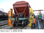 Купить «Ремонт вагона. Смена тележки.», фото № 1205914, снято 10 сентября 2009 г. (c) Артем Копанев / Фотобанк Лори
