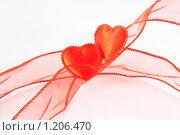Два красных сердца на фоне красной ленты. Стоковое фото, фотограф Александр Рюмин / Фотобанк Лори