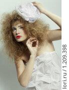 Купить «Кудрявая блондинка с белым бантом», фото № 1209398, снято 11 октября 2009 г. (c) Serg Zastavkin / Фотобанк Лори