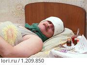 Купить «Больной мужчина», фото № 1209850, снято 12 ноября 2009 г. (c) Михаил Яковлев (ktynzq) / Фотобанк Лори