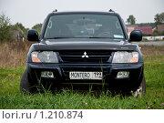 Купить «Автомобиль Mitsubishi Montero в поле», фото № 1210874, снято 13 сентября 2009 г. (c) Куликова Вероника / Фотобанк Лори