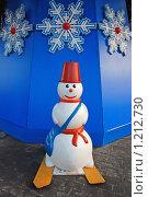 Купить «Снеговик под елкой», эксклюзивное фото № 1212730, снято 19 декабря 2008 г. (c) lana1501 / Фотобанк Лори