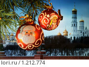 Купить «Новогодние игрушки на фоне Кремля», фото № 1212774, снято 13 ноября 2009 г. (c) Миленин Константин / Фотобанк Лори