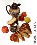 Батон с кувшином молока и яблоками. Стоковое фото, фотограф Виталий Гречко / Фотобанк Лори