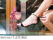 Купить «Туфля на женской ножке», фото № 1215862, снято 28 мая 2009 г. (c) Сергей Сухоруков / Фотобанк Лори