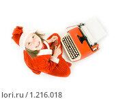 Купить «Улыбающаяся девочка печатает письмо Деду Морозу», фото № 1216018, снято 15 ноября 2009 г. (c) Игорь Киселёв / Фотобанк Лори