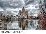 Купить «Московский зоопарк. Вид на высотку на Кудринской площади», эксклюзивное фото № 1216174, снято 24 апреля 2009 г. (c) lana1501 / Фотобанк Лори