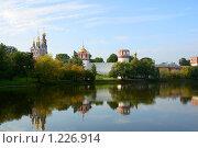 Вид на Новодевичий монастырь со стороны Новодевичьего пруда (2009 год). Стоковое фото, фотограф Герман Молодцов / Фотобанк Лори