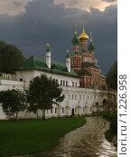 Новодевичий монастырь, пасмурно (2006 год). Стоковое фото, фотограф Николай Корсунь / Фотобанк Лори