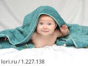 Купить «Улыбающаяся малышка после купания», фото № 1227138, снято 7 августа 2008 г. (c) Юлия Шилова / Фотобанк Лори