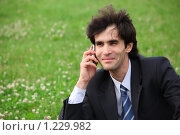 Купить «Бизнесмен говорит по телефону сидя на газоне», фото № 1229982, снято 12 июня 2009 г. (c) Losevsky Pavel / Фотобанк Лори