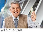 Купить «Пожилой деловой мужчина с деньгами», фото № 1231078, снято 15 сентября 2009 г. (c) Losevsky Pavel / Фотобанк Лори
