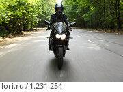 Купить «Мотоциклист едет по дороге», фото № 1231254, снято 9 сентября 2009 г. (c) Losevsky Pavel / Фотобанк Лори