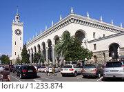 Сочи. Железнодорожный вокзал (2009 год). Редакционное фото, фотограф Владимир Сергеев / Фотобанк Лори