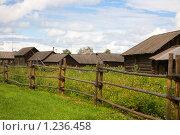 Купить «Старые деревянные дома», фото № 1236458, снято 14 августа 2009 г. (c) hunta / Фотобанк Лори