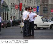 Купить «Москва. Милиционеры  на Моховой улице», эксклюзивное фото № 1238622, снято 12 июня 2009 г. (c) lana1501 / Фотобанк Лори