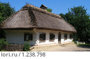 Купить «Домик в деревне Пирогова», фото № 1238798, снято 25 мая 2018 г. (c) Мария Дидиченко / Фотобанк Лори