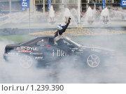 Купить «Шоу гоночных автомобилей на улицах города», фото № 1239390, снято 16 августа 2009 г. (c) Петр Кириллов / Фотобанк Лори