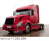 Купить «Красный грузовик», фото № 1242294, снято 25 ноября 2009 г. (c) Баевский Дмитрий / Фотобанк Лори