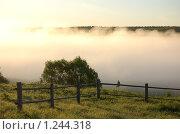 Купить «Густой туман над рекой на рассвете», фото № 1244318, снято 31 мая 2009 г. (c) Елена Ильина / Фотобанк Лори
