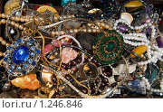 Купить «Ювелирные украшения и монеты», фото № 1246846, снято 14 ноября 2009 г. (c) Яков Филимонов / Фотобанк Лори