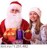 Купить «Дед Мороз и Снегурочка с подарками», фото № 1251482, снято 28 ноября 2009 г. (c) Юлия Машкова / Фотобанк Лори