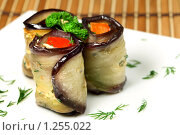 Аппетитные роллы из баклажанов. Стоковое фото, фотограф ElenArt / Фотобанк Лори