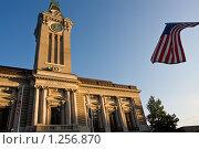 Купить «Здание ратуши с американским флагом», фото № 1256870, снято 14 августа 2009 г. (c) Тимофей Косачев / Фотобанк Лори
